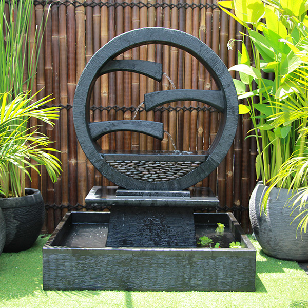 Wagon Wheel Fountain – Large Black