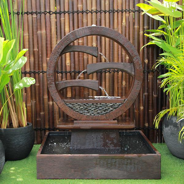 Wagon Wheel Fountain – Large Rust